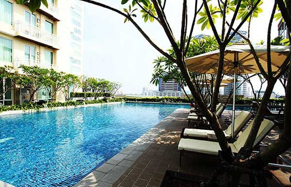 The-Empire-Place-Sathorn-swimming-pool-4